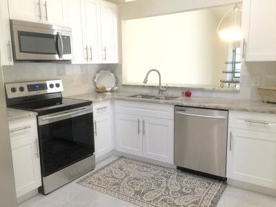 Boynton Beach Condo For Sale: 5439 Palm Springs Lane #B