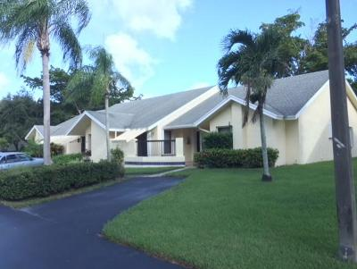 Boca Raton Single Family Home For Sale: 10917 Lake Front Place