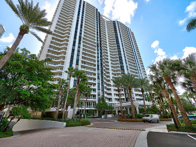 Miami-Dade County Condo For Sale: 21055 Yacht Club Drive #2810