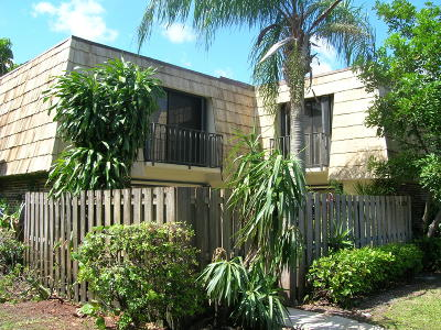 West Palm Beach Townhouse Contingent: 1554 Forest Lakes Circle #B