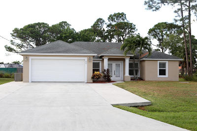 Port Saint Lucie Single Family Home For Sale: 425 SE Voltair Terrace