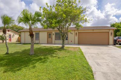 Port Saint Lucie Single Family Home For Sale: 562 SW Violet Avenue