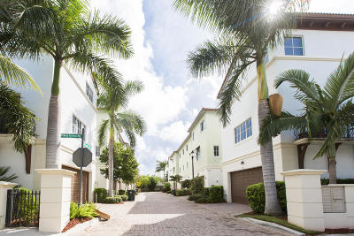 Boca Raton Townhouse For Sale: 27 NW Hawthorne Place