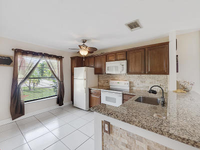 Single Family Home For Sale: 256 Palmetto Court