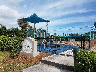Palm Beach Gardens Single Family Home For Sale: 281 Camellia Street