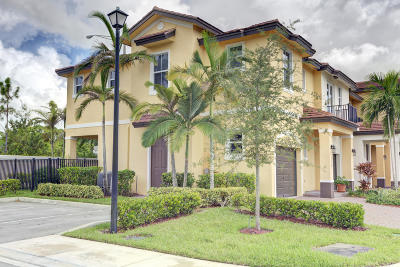 Coconut Creek Townhouse For Sale: 6924 Long Pine Circle