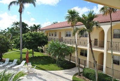 North Palm Beach Condo For Sale: 45 Yacht Club Drive #208