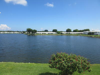 Boynton Beach Condo Contingent: 1118 Lake Terrace #212