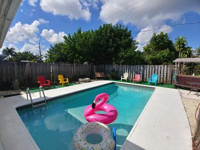 Martin County Single Family Home For Sale: 402 SE Fini Drive