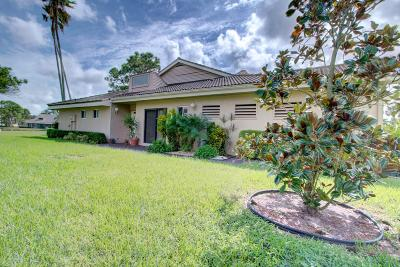 Lake Worth Single Family Home For Sale: 6876 Fountains Circle