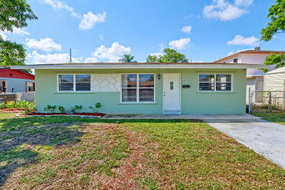 Deerfield Beach Single Family Home For Sale: 711 NW 2nd Avenue