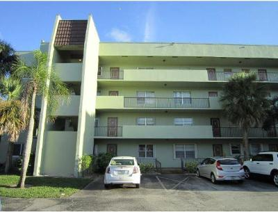 West Palm Beach Condo For Sale: 1638 Embassy Drive #301