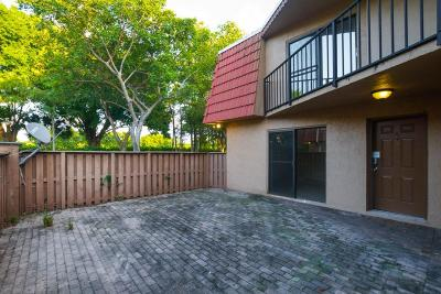 Boca Raton FL Townhouse For Auction: $188,500