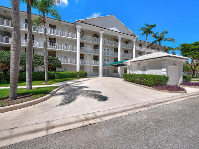 West Palm Beach Condo For Sale: 3540 Whitehall Drive #405