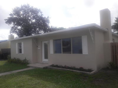 West Palm Beach Single Family Home For Sale: 1006 Churchill Circle S