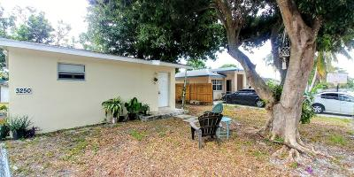 boynton beach Single Family Home For Sale: 3250 E Palm Drive