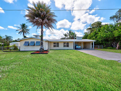 Martin County Single Family Home For Sale: 3902 SE Coquina Drive