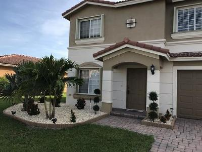 Port Saint Lucie Single Family Home For Sale: 2040 SW Newport Isles Boulevard