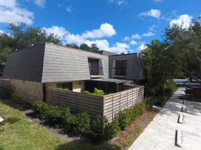 Palm Beach Gardens FL Townhouse For Sale: $240,000