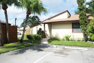 West Palm Beach FL Single Family Home For Sale: $139,000