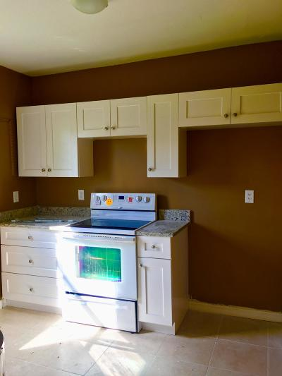 West Palm Beach FL Multi Family Home For Sale: $199,000