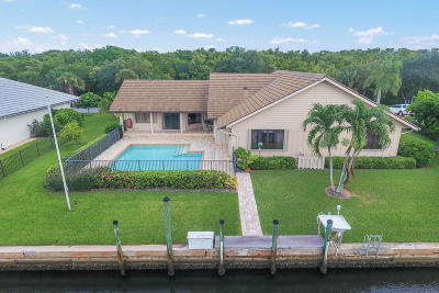 Hobe Sound Single Family Home Contingent: 9099 SE Hawksbill Way