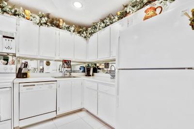 Boca Raton Condo For Sale: 8450 Casa Del Lago #F