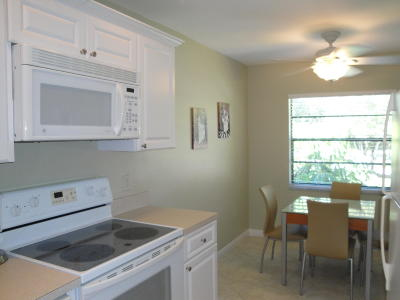 Boynton Beach Condo For Sale: 37 Southport Lane # D