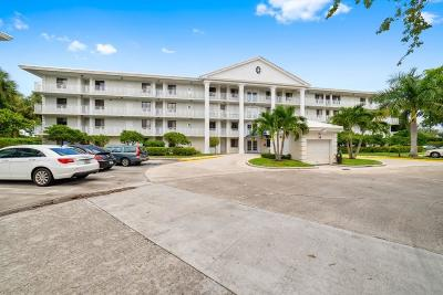 West Palm Beach Condo For Sale: 2601 Village Boulevard #102