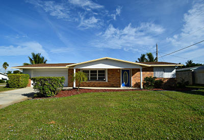 Jensen Beach Single Family Home For Sale: 3447 NE Melba Drive