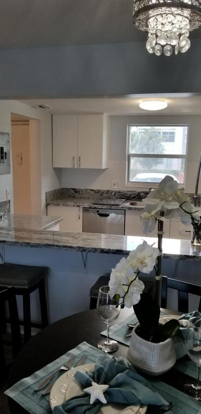 Palm Springs Condo For Sale: 711 Lori Drive #109