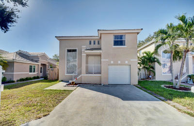 Margate Single Family Home For Sale: 6632 Bayfront Drive