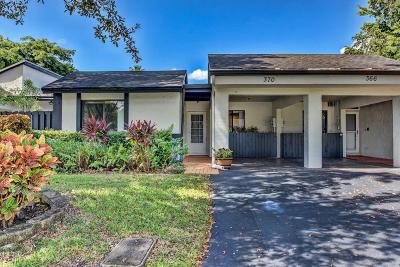Weston Single Family Home For Sale: 370 Fairway Circle #13