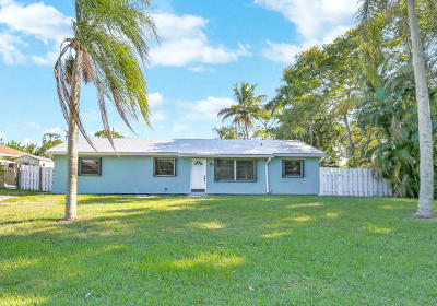 Hobe Sound Single Family Home For Sale: 6432 SE Clairmont Place