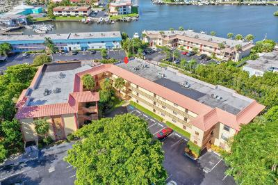 North Palm Beach Condo For Sale: 327 Southwind Drive #205