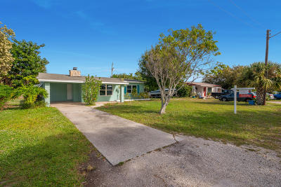 Jensen Beach Single Family Home For Sale: 2475 NE Letitia Street