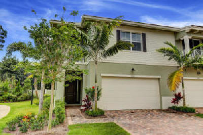 Palm Beach Gardens Townhouse For Sale: 5204 Cambridge Court
