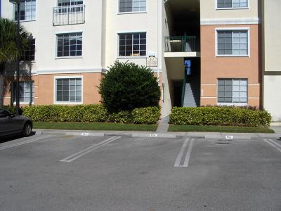 Palm Beach Gardens Condo For Sale: 10101 W Myrtlewood Circle
