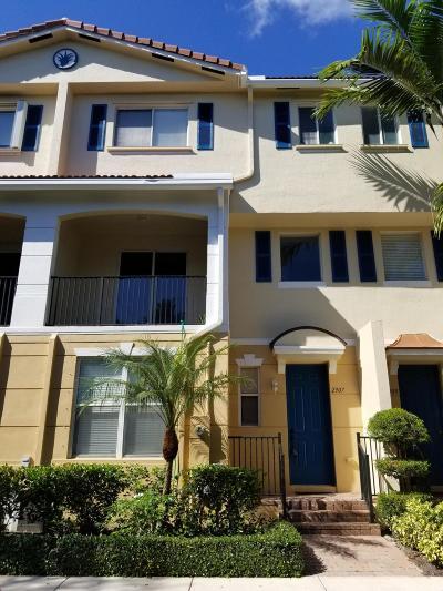 Boynton Beach Townhouse For Sale: 2907 S Greenleaf Circle