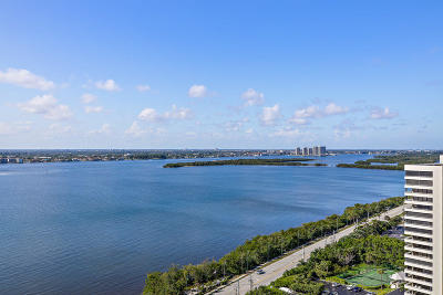 Singer Island Condo For Sale: 5200 Ocean Drive #Ph-3