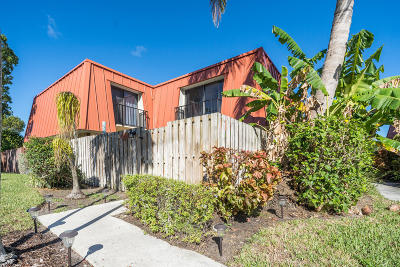 Palm Beach Gardens Townhouse For Sale: 3319 Gardens East Drive #Unit B