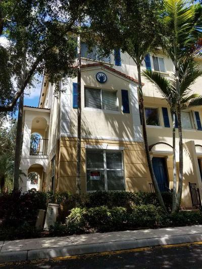 Boynton Beach Townhouse For Sale: 2913 S Greenleaf Circle