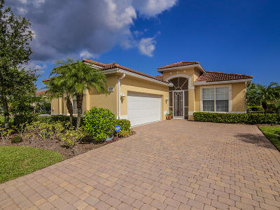 Jensen Beach Single Family Home For Sale: 4375 NW Oakbrook Circle