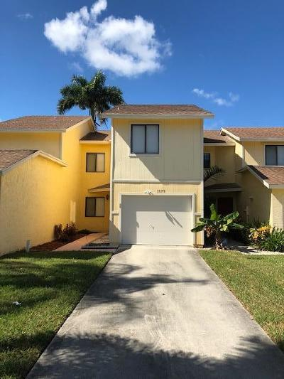 West Palm Beach Townhouse For Sale: 1573 Woodbridge Circle
