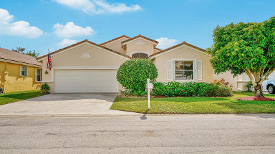 Boynton Beach Single Family Home For Sale: 9484 Lago Drive