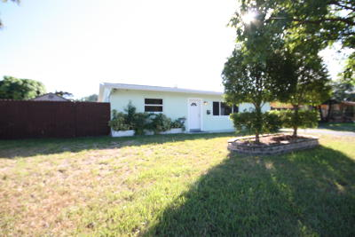 Pompano Beach Single Family Home For Sale: 810 NE 32nd Court