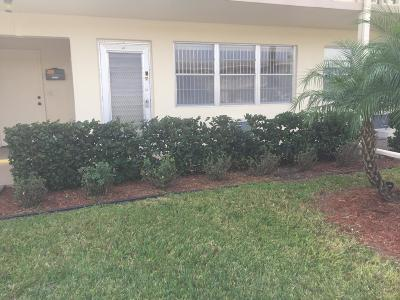 West Palm Beach Condo For Sale: 65 Kingswood D