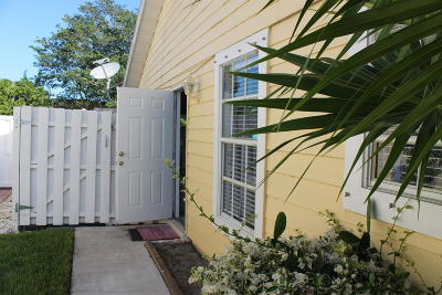 West Palm Beach Townhouse For Sale: 1570 Royal Forest Court