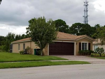 Port Saint Lucie Single Family Home For Sale: 1975 SW Newport Isles Boulevard