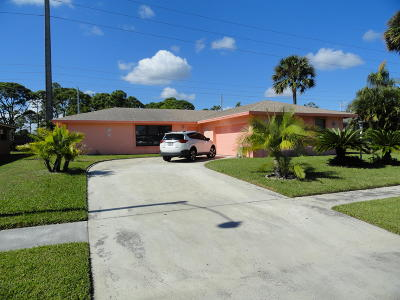 West Palm Beach Single Family Home For Sale: 309 Canterbury Drive W